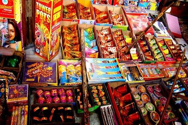 case filed in the explosive act against sellers of fireworks in delhi