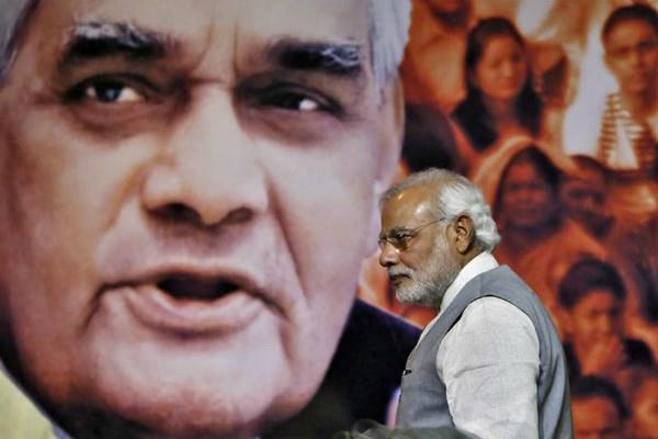 modi in an attempt to follow vajpayee s formula