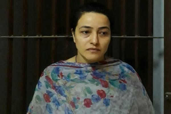 first time honeypreet family reach jail to meet her