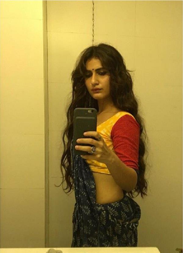 fatima sana shaikh share shameless selfie