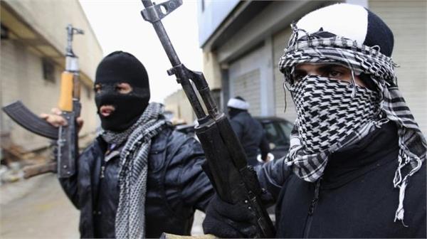 villagers beaten the hizb commanders