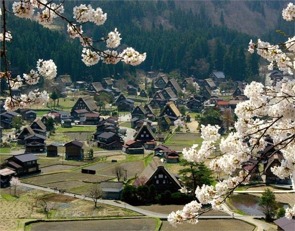 कोई दरवाजे के बिना और किसी का है पर्सनल सूरज, ऐसे हैं दुनिया के अनोखे गांव