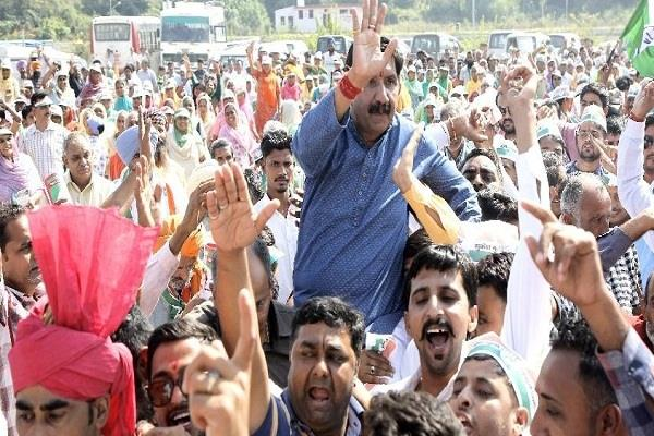 mukesh of nomination showing in public passion