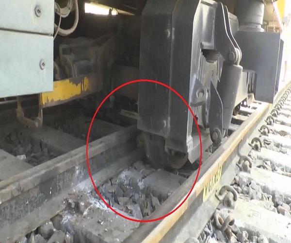 dgs machine drops below railway track cremation