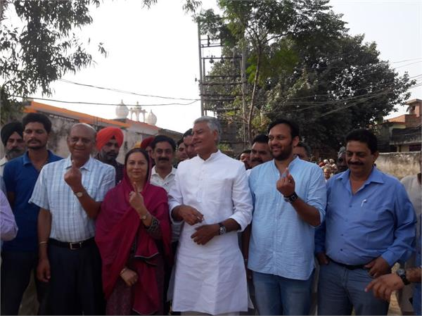 sunil jakhar cast vote