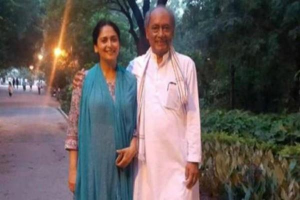 digvijay singh on narmada yatra with wife amrita