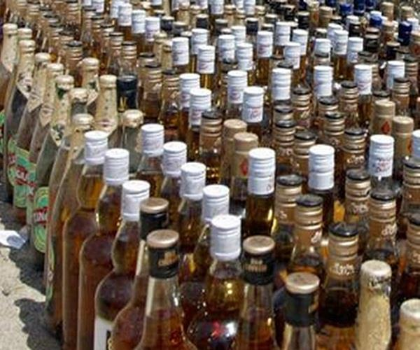 4 members arrested for illegal liquor gang  spirits recovered in large quantity