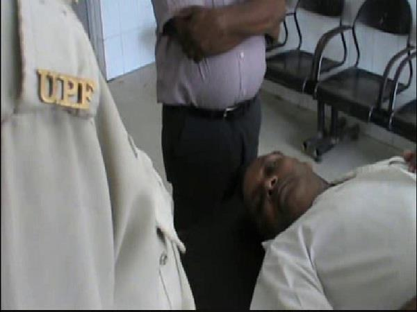 yogi mla beaten daraoga police