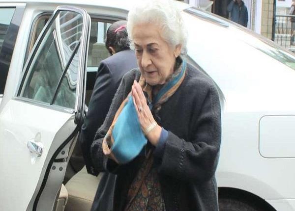 so iph minister vidya stokes left for cm virbhadra seat