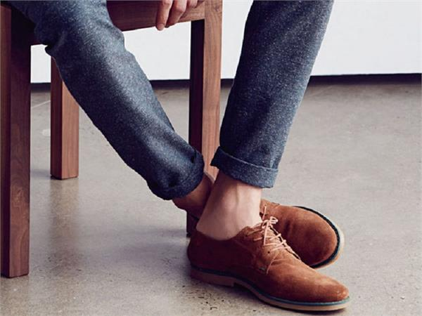 बिना मोजे के जूते पहनना हो सकता है हानिकारक