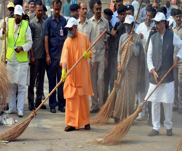 those who say tajmahal is a crematorium now broom there
