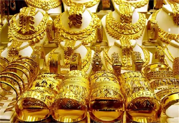 unknowingly the miscreants drove the shopkeeper to the jewelery of 7 lakh