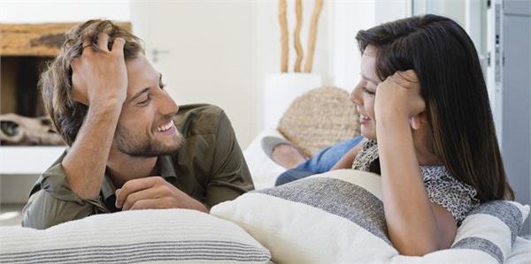 पत्नी में दिखें ये लक्षण तो समझ जाए आप है भाग्यशाली