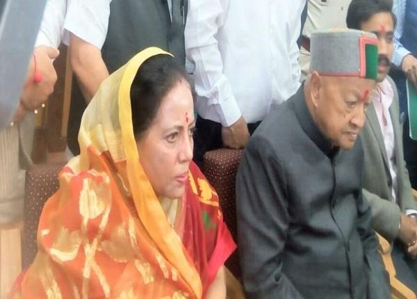 before election cm virbhadra has wife name 12 crore of property