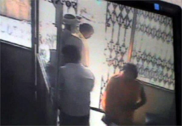 youth gets help  rs 1 lakh absconding employee