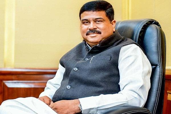 dharmendra pradhan asks nitish to reduce vat on petrol and diesel