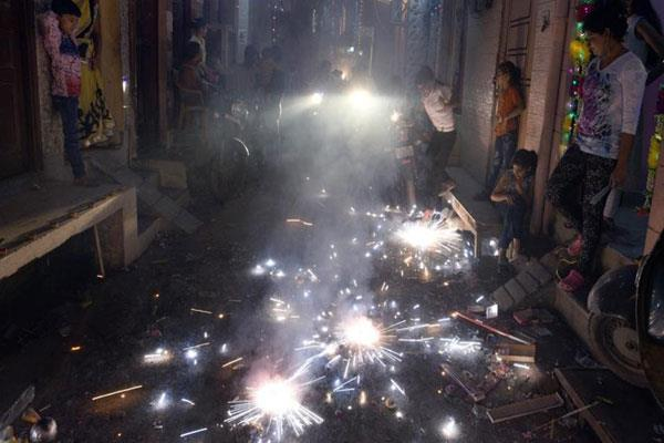 muslims pelted stone on pandit family in kashmir on diwali