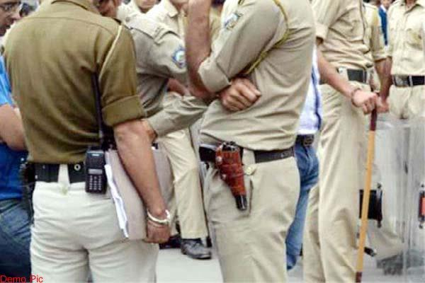 this incident happened in front of police during solve land dispute  read news