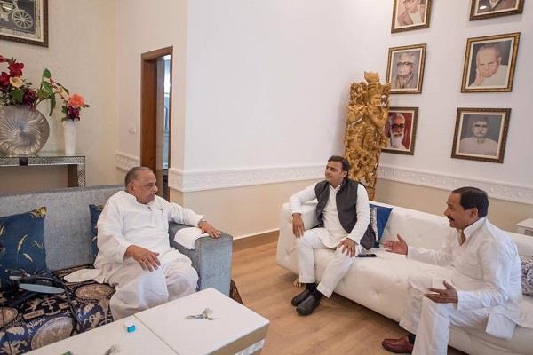 akhilesh met mulayam after becoming president stir in political light