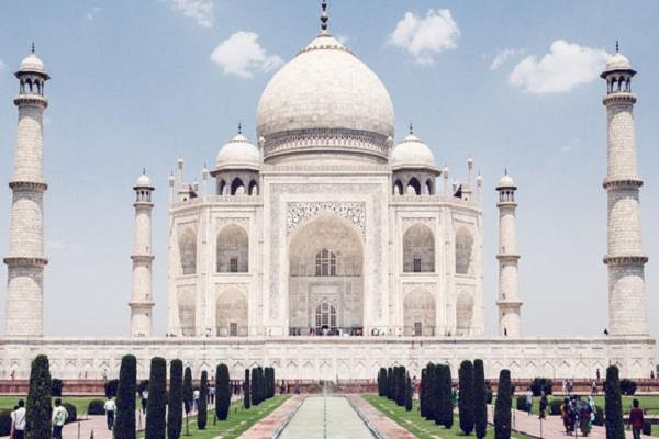 conflicting statements from bjp leaders about taj mahal
