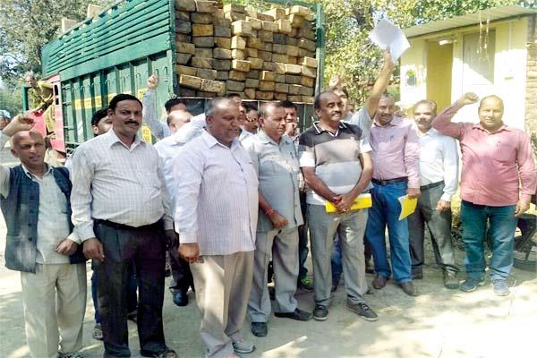the slogans against the forest minister in dhanotu   know what is the reason