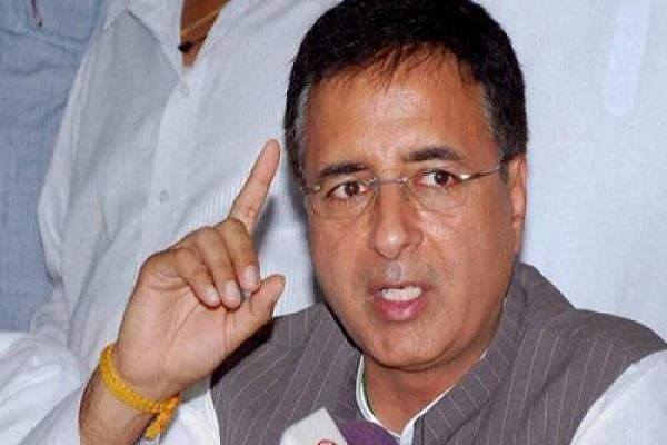 congress angry om ec not to announced dates of gujarat elections