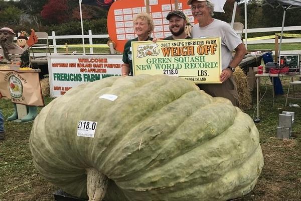 farmer raised quintal heavy pumpkin