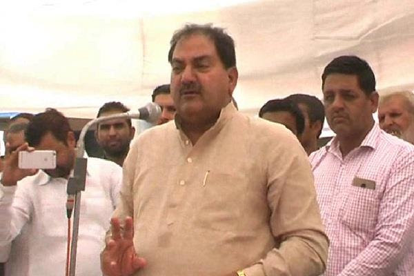 abhay chautala came to support the grain buyer and farmer