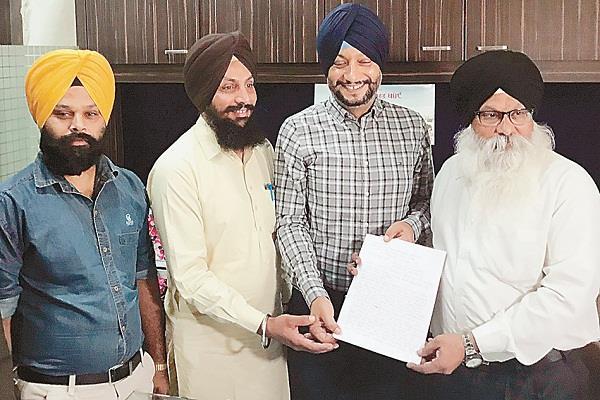 manna handed over memorandum to sri akal takht sahib to summon jagir kaur