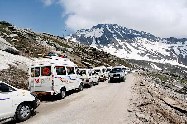 rohtang pass will be closed from today  can be such cross