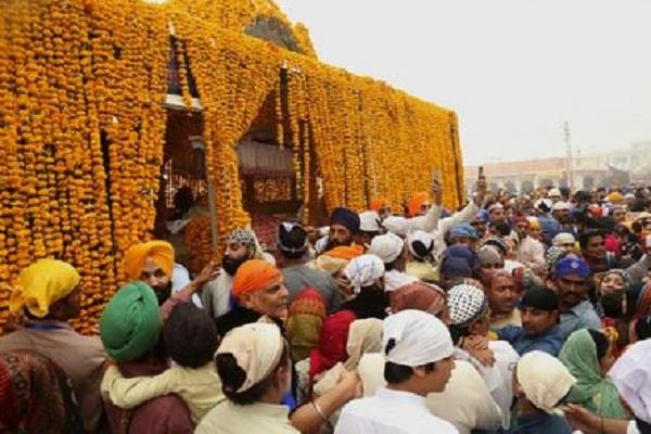 more than 2300 sikh pilgrims leave for india from pak