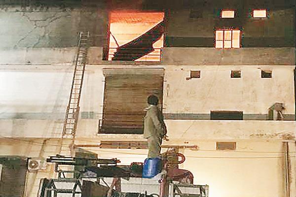 great fire in ganesh knitwear in bahadar