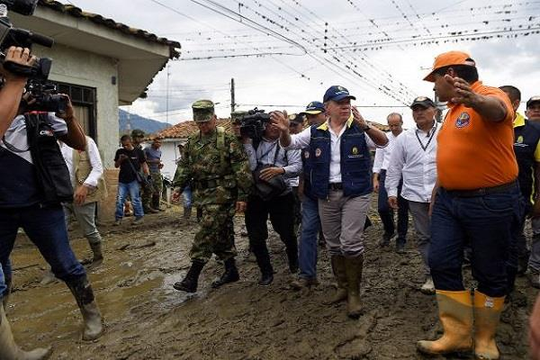 4 killed 18 missing in colombia landslide