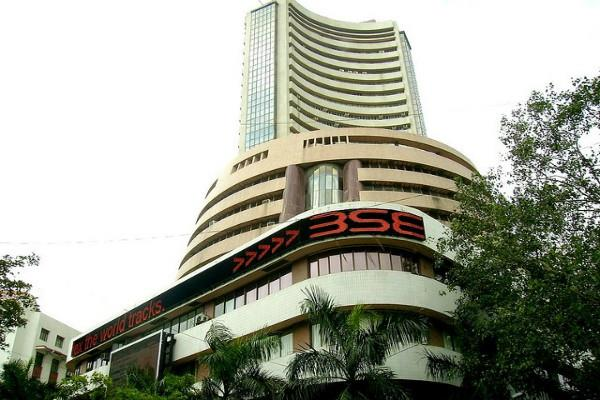 sensex down 39 points to close at 33640