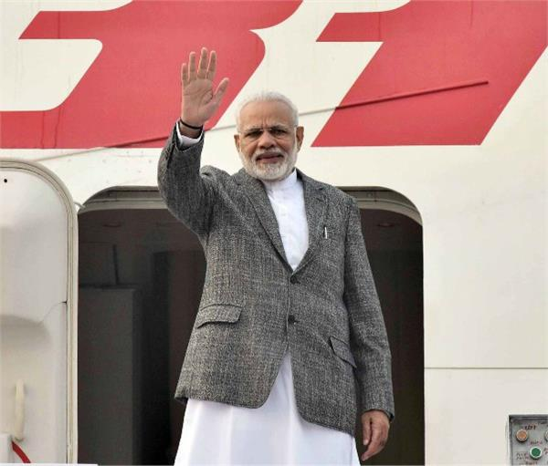 pm modi arrives in manila to attend asean conference