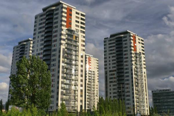 8 years after the flat was not captured  ansal properties will pay damages