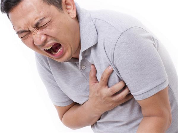 इन ब्लड ग्रुप के लोगों में बढ़ जाता है Heart Attack का खतरा