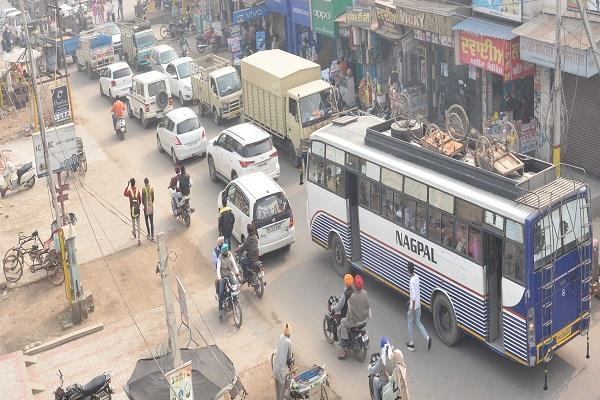 traffic problem due to the construction of bridge on faridkot road