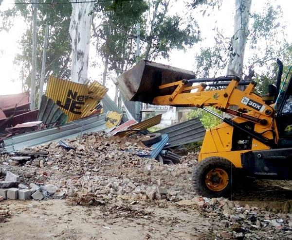 jcb runs on 10 illegal holes made on dalhousie road