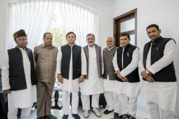 former bsp mp kamala prasad included several leaders in sp