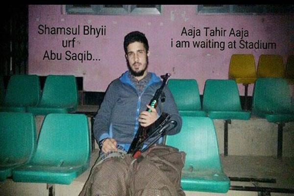 militant arrested in kashmir with weapon