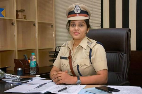 ips charges rs 20 crore defamation case