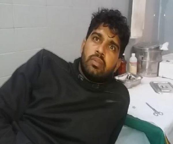 police and dacoits encounter crooks injured including a soldier