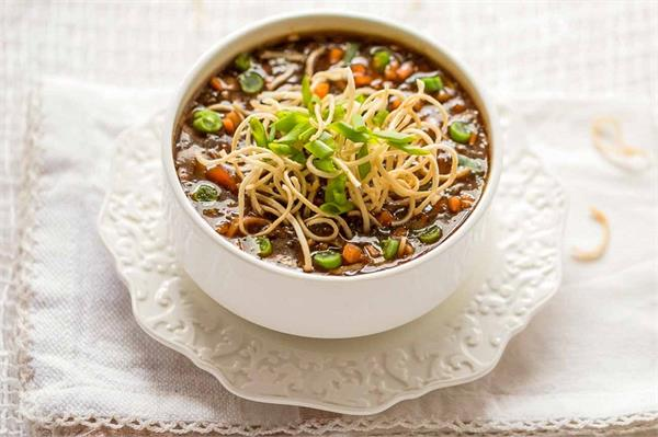 सर्दियों में ले गर्मा-गर्म टेस्टी एंड स्पाइसी Veg Manchow Soup
