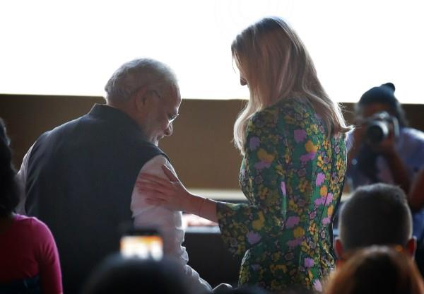 ivanka held modi  s shoulder arm  viral photo