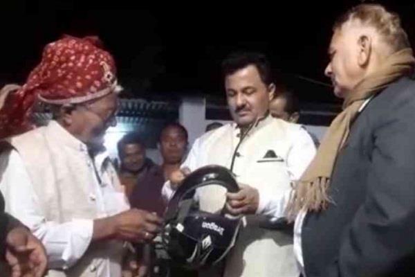 wedding  rajasthan  helmet