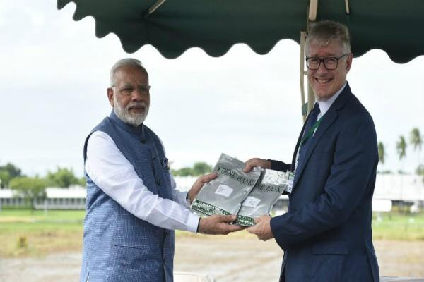 prime minister handed over two varieties of paddy seeds to ir