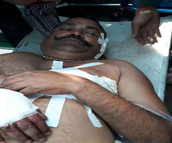 crooks shot dead pradhan  injured in critical condition lucknow referee