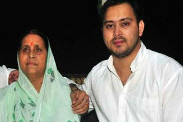 ed sent notice to tejaswi and rabri devi