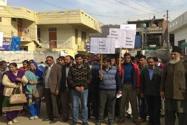 protest in mendhar against the attack on tehsildar